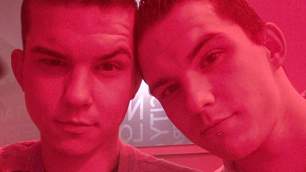 INTERVIEW : Geoffrey et Allan, deux jumeaux gay