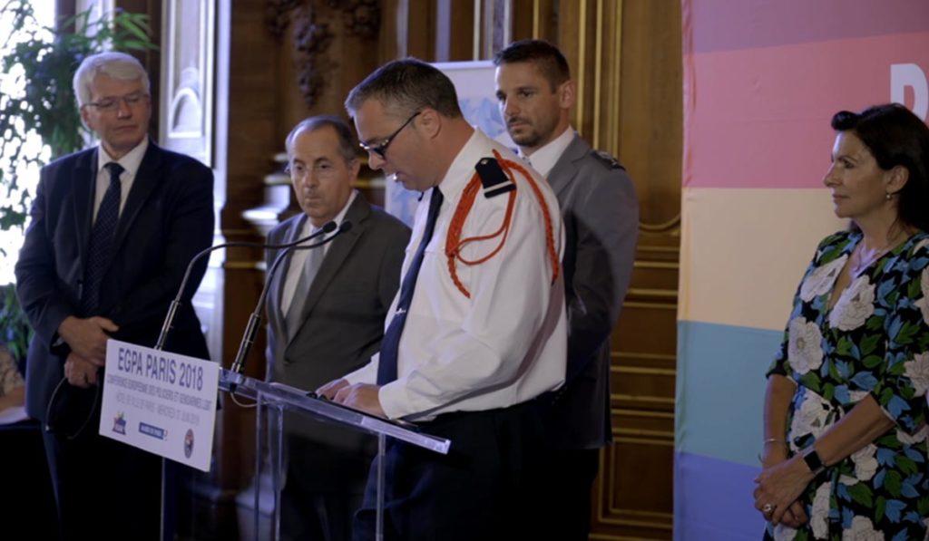 """Coming-out dans la police"""