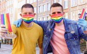 Un mois après, le couple gay refait le tour de…