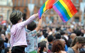 Les cours d'éducation sexuelle inclusifs LGBTQ+ rendus obligatoires en Angleterre