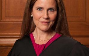 Une mère de famille exhorte Amy Coney Barnett de changer…