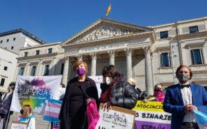 Espagne : des activistes trans font une grève de la…