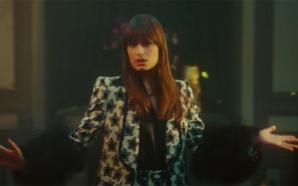 Clara Luciani est festive et arc-en-ciel dans son nouveau clip