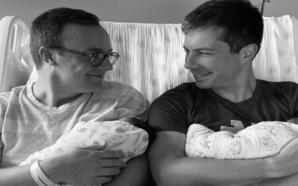 Pete Buttigieg est aux anges avec ses deux enfants